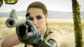 《合金装备5》也被翻拍为成人电影了,特效还挺良心