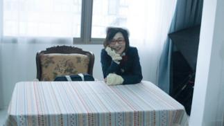 为了履行承诺,54岁的韩国前国会议员决定成为偶像