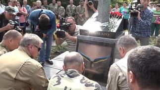 乌克兰阵亡士兵纪念碑用了《暗黑3》改图,这样的尴尬事可没少发生