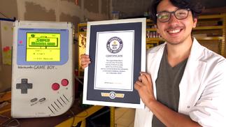 这位21岁的比利时学生,制作出了世界上最大的Game Boy