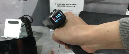 在武器上安放显示屏,灵感可能来自于电子游戏