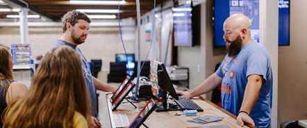 在美国经营个体龙8手机登录商店