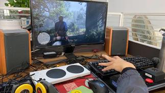 东勇和他的无障碍游戏设备