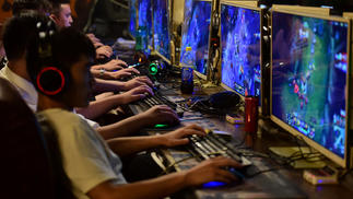 今后,在中国,18岁以下的用户在大部分时间里每周只能玩3小时游戏了