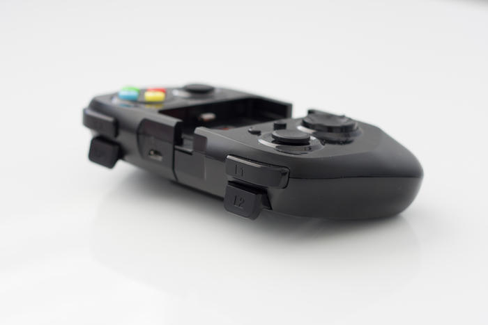 moga-ace-power-iphone-controller-australian-review-shoulder-buttons