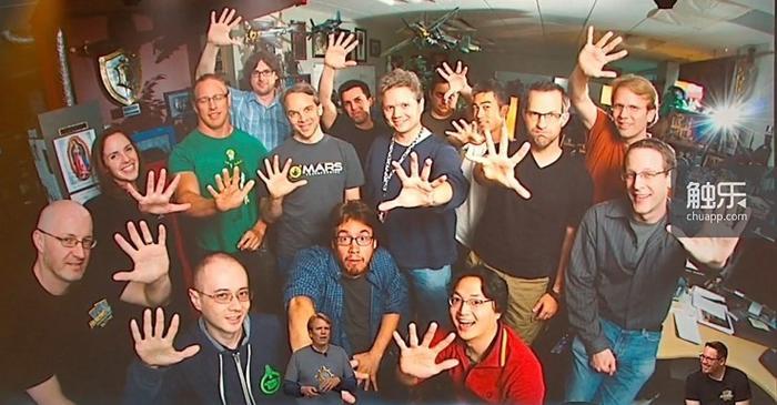 《炉石传说》的初始开发团队只有15位成员,相对于这一规模,他们已经展现出了难以置信的高效,也许真的不应奢望更多……但是,谁不想更早地玩到更好的游戏呢?