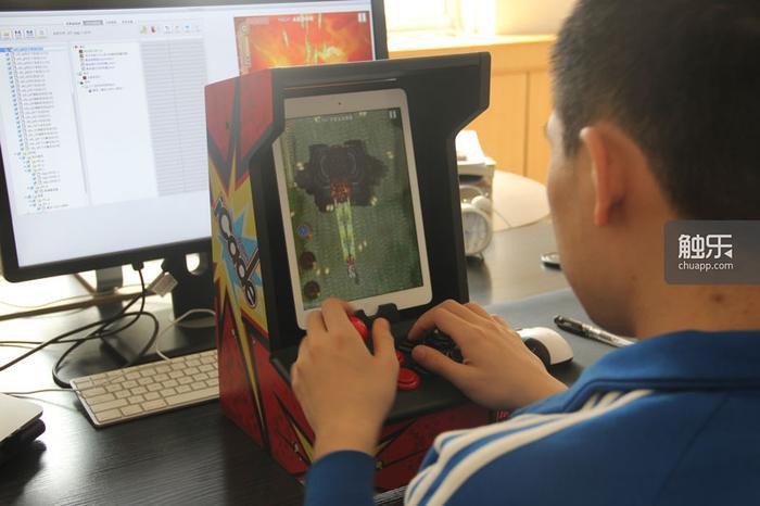 《愤怒军团》是国内为数不多支持iCade外设的游戏,可以获得接近街机的手感