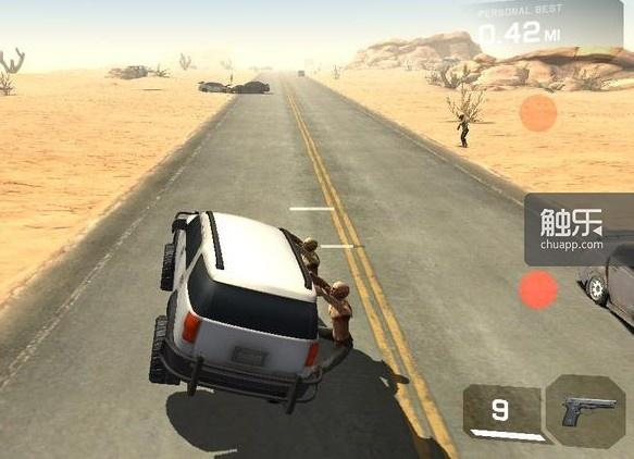 开车的同时碾压或打掉僵尸便是本作的玩法,它们会不远万里奔跑过来挂在你的车上,如果不管的话,迟早会把你的翻个底儿朝天