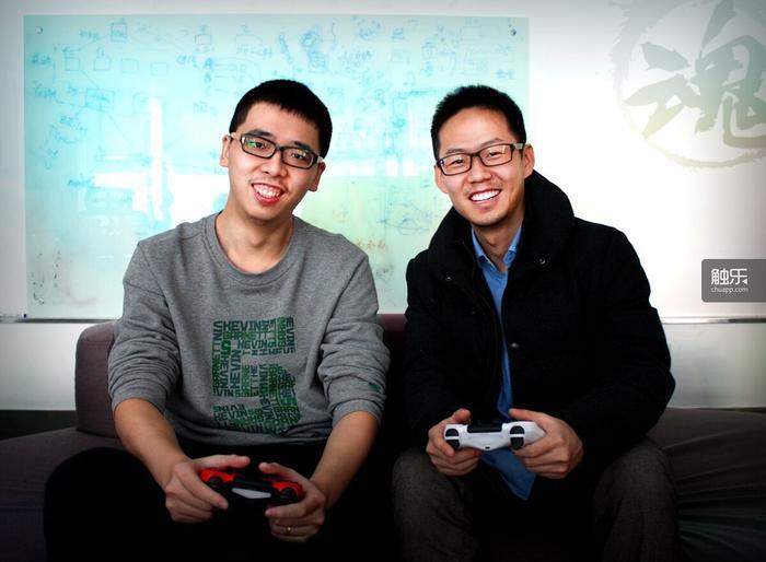 魂世界创始人刘哲(右)与林喆思(左)