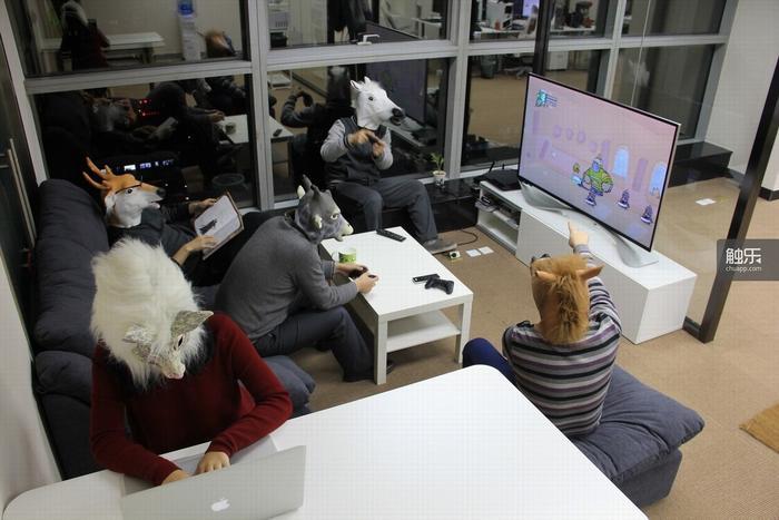 团队在休息时的恶趣味合影