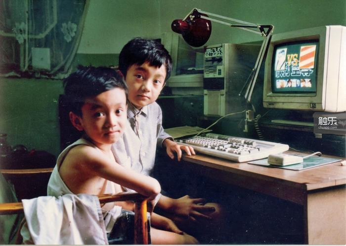 小时候的潘峰和他的弟弟潘业