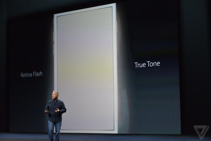 当拿iPhone屏幕当闪光灯用都被当成新功能介绍时,我似乎可以感受到整个设计团队的焦灼