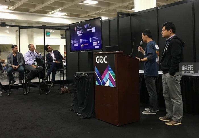 叶丁和叶展在GDC官方主办的游戏推介会上介绍自己的产品