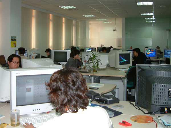 神游的员工办公区,拍摄于2003年12月