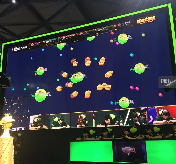 比赛通过大屏幕转播