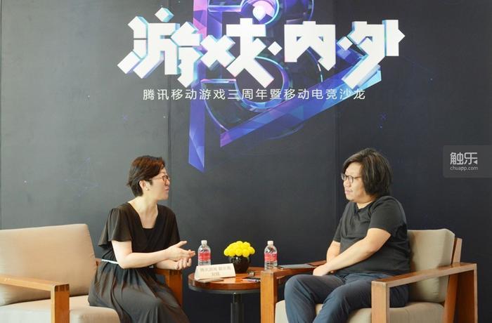 腾讯游戏副总裁刘铭女士(左)