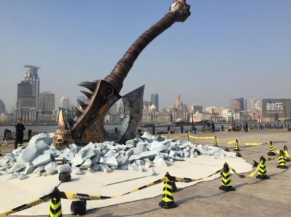 陆家嘴滨江大道的巨斧