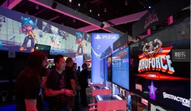 《BroForce》制作人Evan Greenwood在游戏展会上